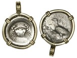 "Sicily, Akragas, AR didrachm ""crab,"" 490-480 BC, mounted in 14K pendant. Sea eagle standing right / Crab within shallow incuse circle. Nicely toned about uncirculated choice example, the crab perefectly well detailed and centered."
